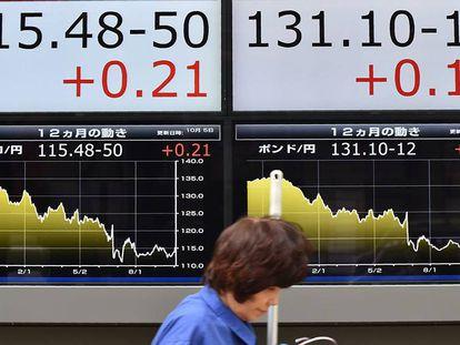 Panel de cotización en Tokio.