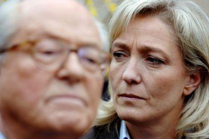 Jean-Marie y Marine Le Pen, en La Trinité-sur-Mer en 2007.
