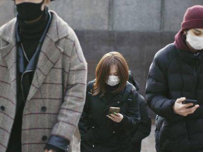 La mascarilla es ya parte del paisaje urbano y sociológico en todo el mundo.