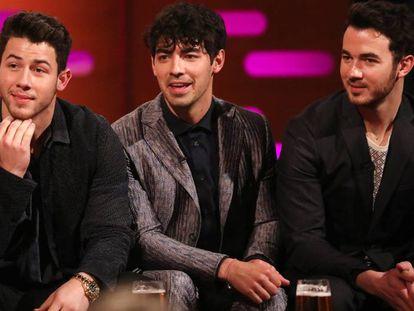 De izquierda a derecha: los hermanos Nick Jonas, Joe Jonas, y Kevin Jonas de los Jonas Brothers