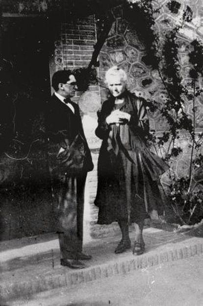 Marie Curie (derecha), en el Cigarral.