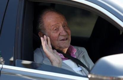 Juan Carlos I abandona la clínica en agosto de 2019, tras ser intervenido.