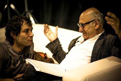 Josep Vicent junto al compositor Michael Nyman.