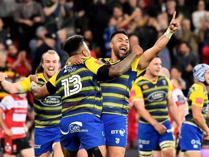 Cardiff Blues celebra el título.