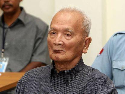 Nuon Chea en 2008, ante el tribunal que juzgó los crímenes de los jemeres rojos.