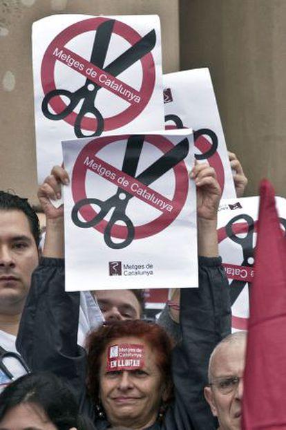 Médicos de Cataluña protestan contra los recortes en la sanidad pública.