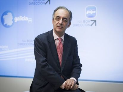 Francisco Millán Mon en la sede del partido