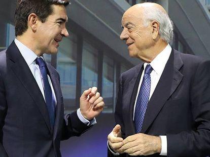 Carlos Torres, futuro presidente del BBVA, a la izquierda, y Francisco González, actual primer ejectuvo de la entidad.