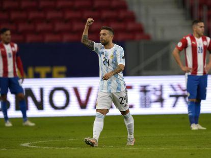Alejandro 'Papu' Gómez celebra su gol contra Paraguay.