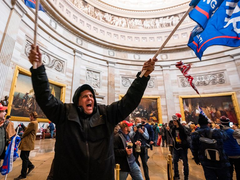 Partidarios de Donald Trump, durante el asalto al Capitolio en Washington, Estados Unidos, el pasado 6 de enero.