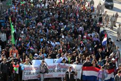 La huelga general, la primera desde 1994, llega paradójicamente en un momento de alto crecimiento en Paraguay, cuya economía se expandió en 2013 un 13 % y este año avanzará un 4,8 %, según los pronósticos oficiales. EFE/Archivo