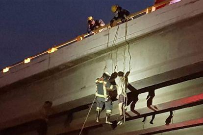 Bomberos rescatan un cuerpo en Baja California Sur.