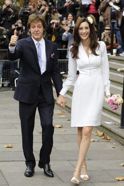 Paul McCartney y su nueva esposa, Nancy Shevell en el registro de Westminster.