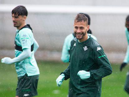 Sergio Canales, durante un entrenamiento con el Betis a principios de marzo.