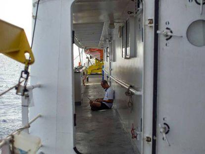 El barco de rescate Aquarius, de SOS Mediterranee, este lunes a 20 millas de la costa libia.