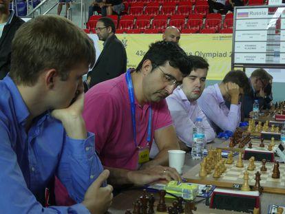 El equipo ruso: Kariakin (al fondo), Nepómniachi, Krámnik y Vitiugov.