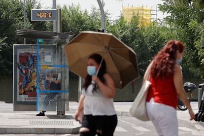 Un termómetro marca 56 grados en una calle de Madrid este viernes, el tercer día de la ola de calor.