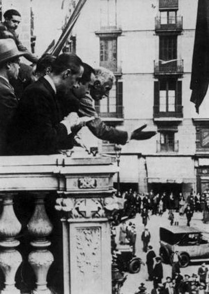 El presidente de la Generalitat Francesc Macià proclama la República Catalana en 1931.