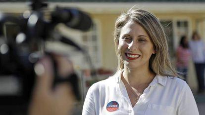Katie Hill, el día de las elecciones legislativas, 6 de noviembre de 2018. En vídeo, sus declaraciones tras el escándalo que ha provocado su dimisión.
