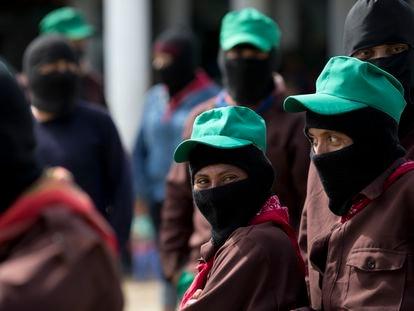 Miembros del Ejército Zapatista durante su 25 aniversario en La Realidad, Chiapas.