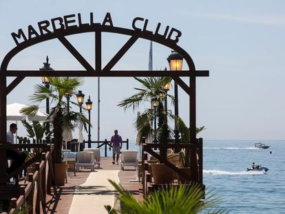 El característico muelle sobre el mar del Marbella Club, uno de los puntos más fotografiados para redes sociales del hotel.