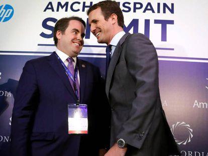 Pablo Casado, la mañana de este miércoles en el foro AmCham Spain Summit, junto a Mathew A. Swift, presidente y director ejecutivo de la Cumbre de Concordia