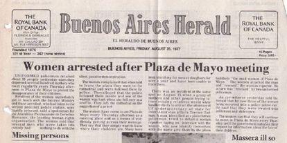 El Buenos Aires Herald denuncia en su portada del 26 de agosto de 1977 la detención de integrantes de las Madres de Plaza de Mayo.