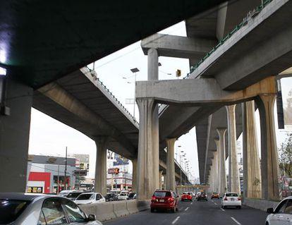 Fotografía de un tramo del Viaducto Bicentenario, controlado por OHL.