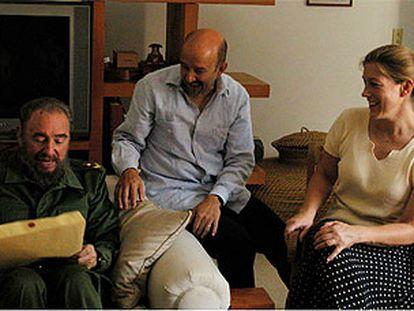 Castro, Salinas y Cornelia Streeter, tras la recuperación de los niños.