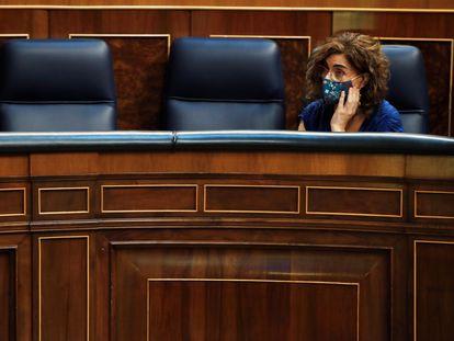 La ministra de Hacienda, María Jesús Montero, durante el pleno del Congreso del miércoles, en el que se han votado los decretos leyes de los interinos, del precio de la electricidad y del uso de las mascarillas.