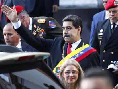 El régimen venezolano no da por acabadas las negociaciones pero considera el embargo de Trump como un intento de boicot