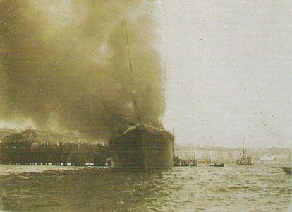 El vapor 'Cabo Machichaco' ardiendo en Santander, en 1893