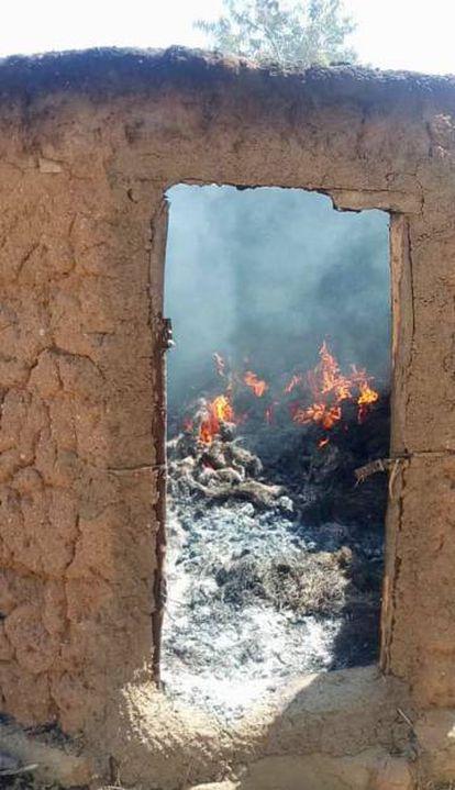 Casas incendiadas por Boko Haram en Guitnasd, Camerún.