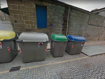 Contenedores en la calle Río Bibei, en Ourense, en una imagen de Google Maps.