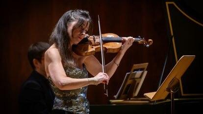 La violinista Lina Tur Bonet, artista residente, junto con su grupo MUSIca ALcheMIca, del Centro Nacional de Difusión Musical.