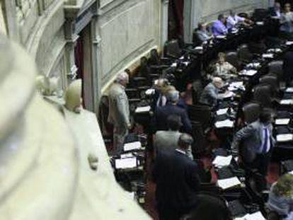 Diputados argentinos debaten este miércoles 11 de septiembre de 2011, para discutir el proyecto de ley impulsado por el Gobierno de Cristina Fernández para reabrir el canje de la deuda soberana, eje de litigio en los tribunales estadounidenses, en Buenos Aires (Argentina).