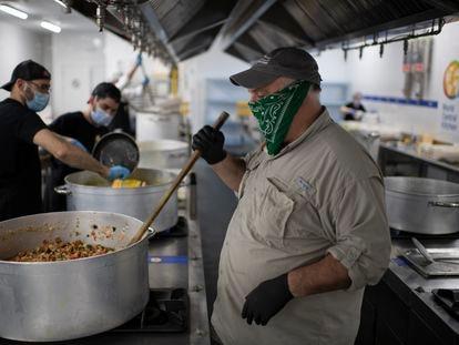 El chef José Andrés, este sábado en las cocinas de su ong World Kitchen en Santa Eugenia, en Madrid.