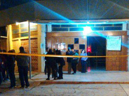 La entrada de la iglesia de Ecatepec donde ocurrió el ataque fue acordonada por la policía local.