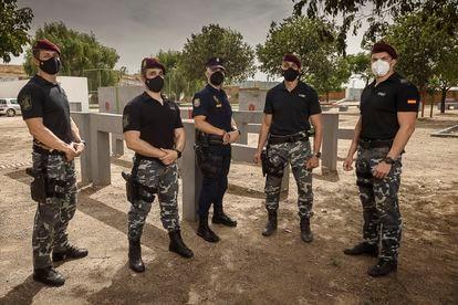 Cinco de los policías que participaron en la evacuación de Kabul el martes en la base de GEO en Guadalajara.