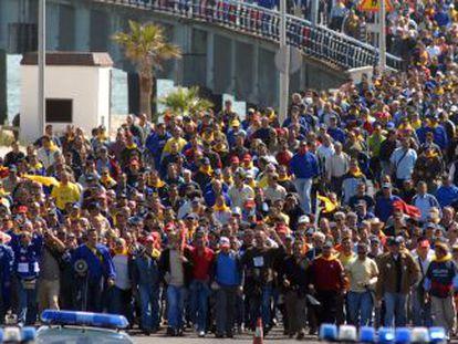 Manifestación para pedir empleo en Cádiz tras la crisis de Delphi.