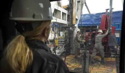 Extracción de petróleo por la técnica del fracking.