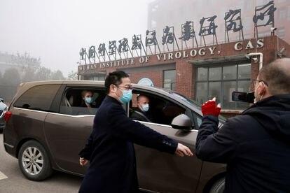 Miembros de la misión de la OMS que investigó el origen de la pandemia, en Wuhan este 3 de febrero.