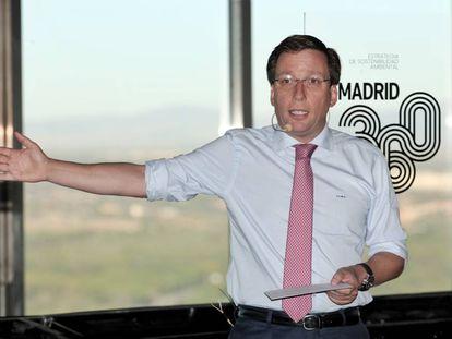 El alcalde de Madrid, José Luis Martínez-Almeida, durante su intervención en la presentación de la estrategia del Ayuntamiento para la calidad del aire de Madrid, en Madrid (España), el lunes 30 de septiembre.