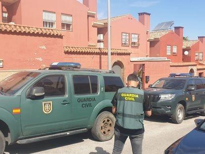 Agentes de la Guardia Civil que ha participado en la operación contra el narcotráfico en el Campo de Gibraltar, este martes.