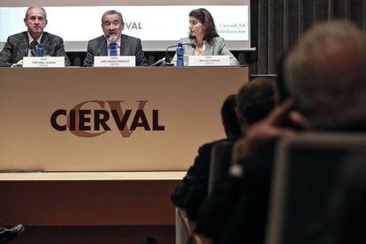 El presidente de la patronal valenciana, Cierval, José Vicente González, en el centro durante la asamblea.