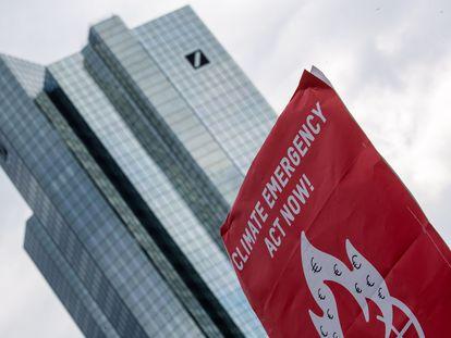 Protestas en Frankfurt de 'Fridays for Future' reclamando respuestas al cambio climático .