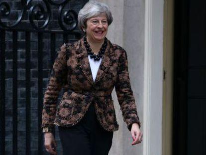 La primera ministra conservadora presenta en el Parlamento un puñado de promesas vagas