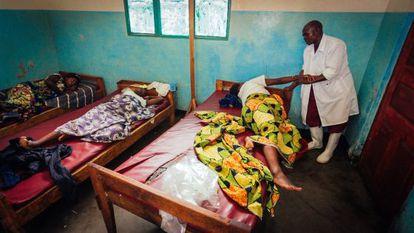 Mujeres de parto en una clínica en República Democrática del Congo.