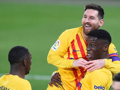 Messi y Dembélé festejan el gol de Ilaix.