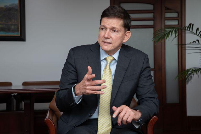 El ministro de Justicia de Colombia, Wilson Ruiz, durante la entrevista con EL PAÍS.